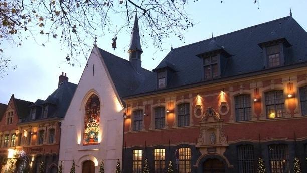 Hermitage_facade_de_nuit.jpg